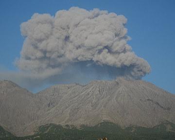 07桜島の噴煙アップ.jpg