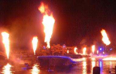 17海にあがる炎.jpg